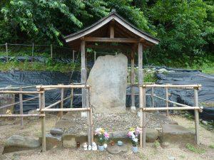 千々石ミゲル夫妻の墓とされる石碑