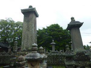 本経寺大村家墓碑群